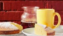 Desayuno con bizcocho de limón y té Earl Gray