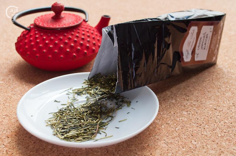 Senbei de arroz con kukicha 03