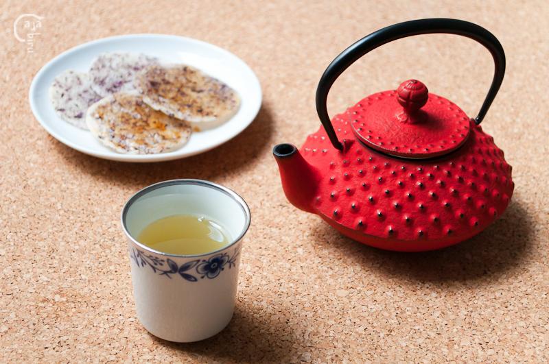 Senbei de arroz con kukicha 06