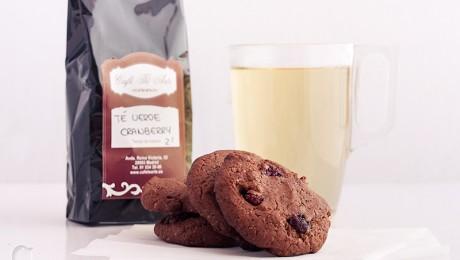 Galletas de cacao y arándanos rojos y té verde Cranberry